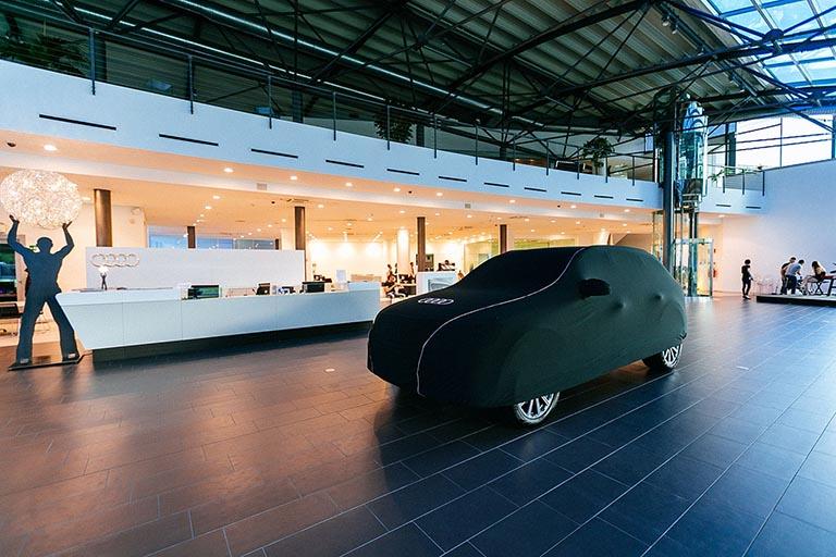 Concessionaria auto allestita per evento auto