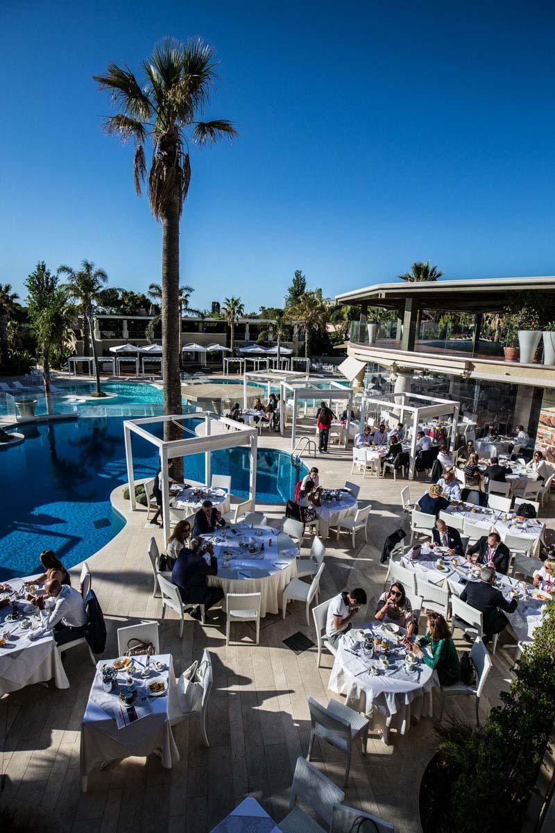 Colazione a bordo piscina allestita per evento